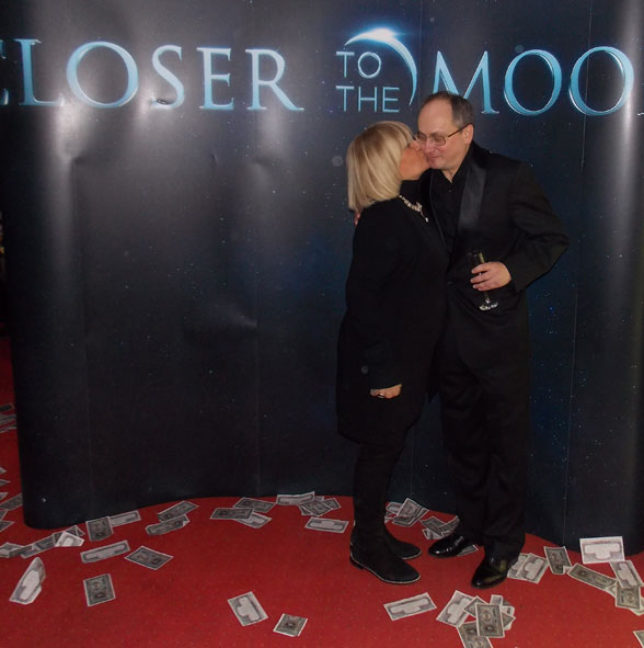 closer_to_the_moon_premiera_17